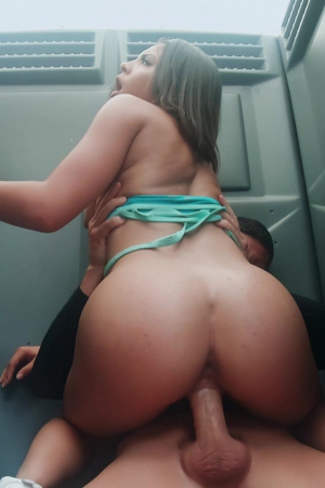 Bubble Butt Ebony Riding Dick