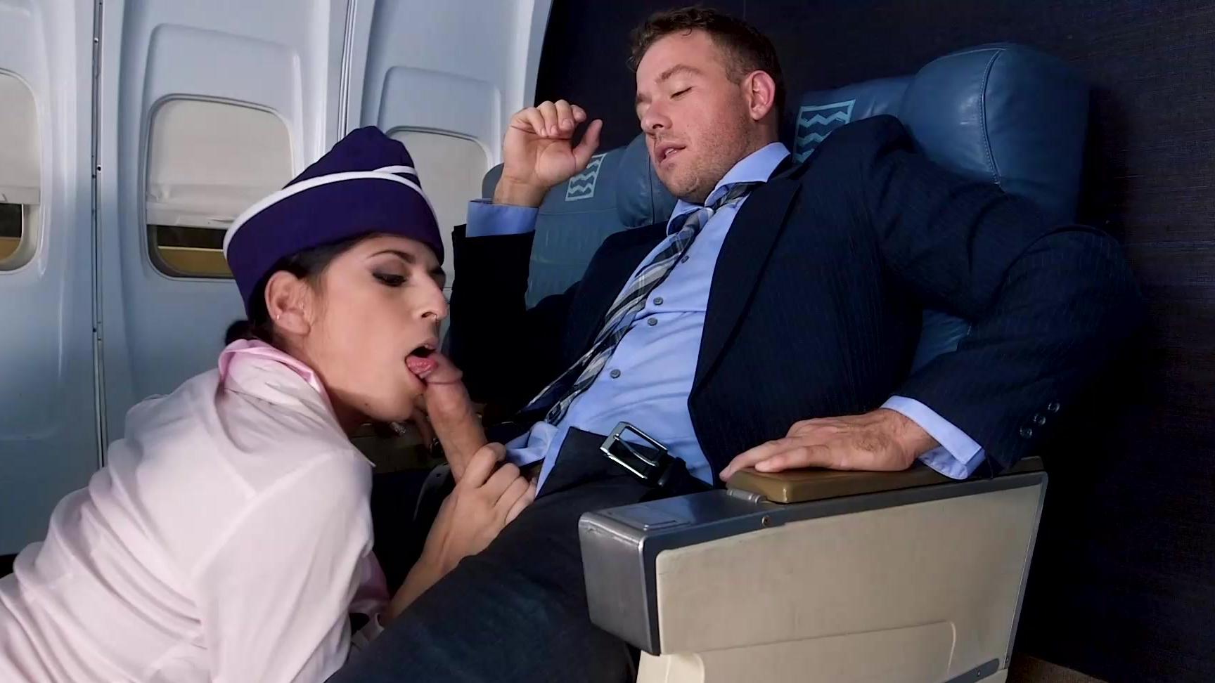 Женским ножкам фото как стюардесса дрочит пассажиру фото