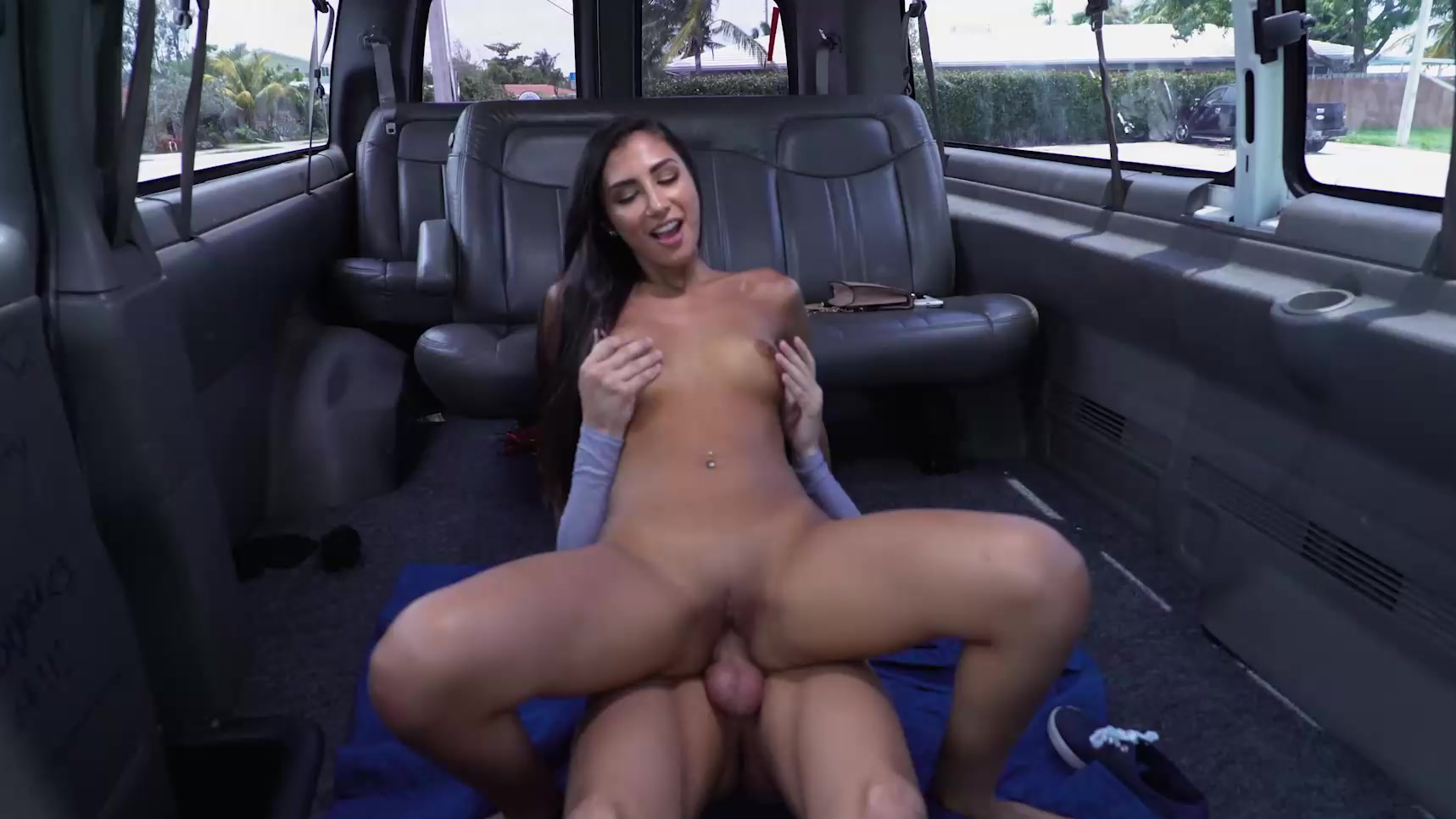 gianna bang bus