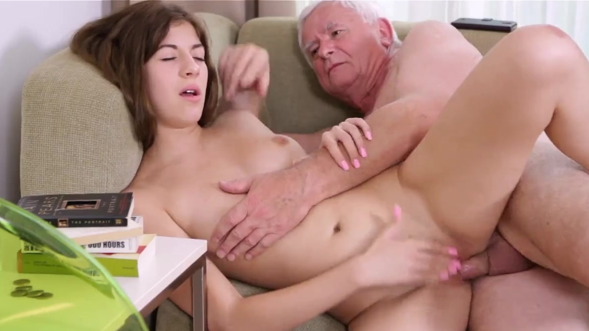 Old pizza guy gets a bj dare
