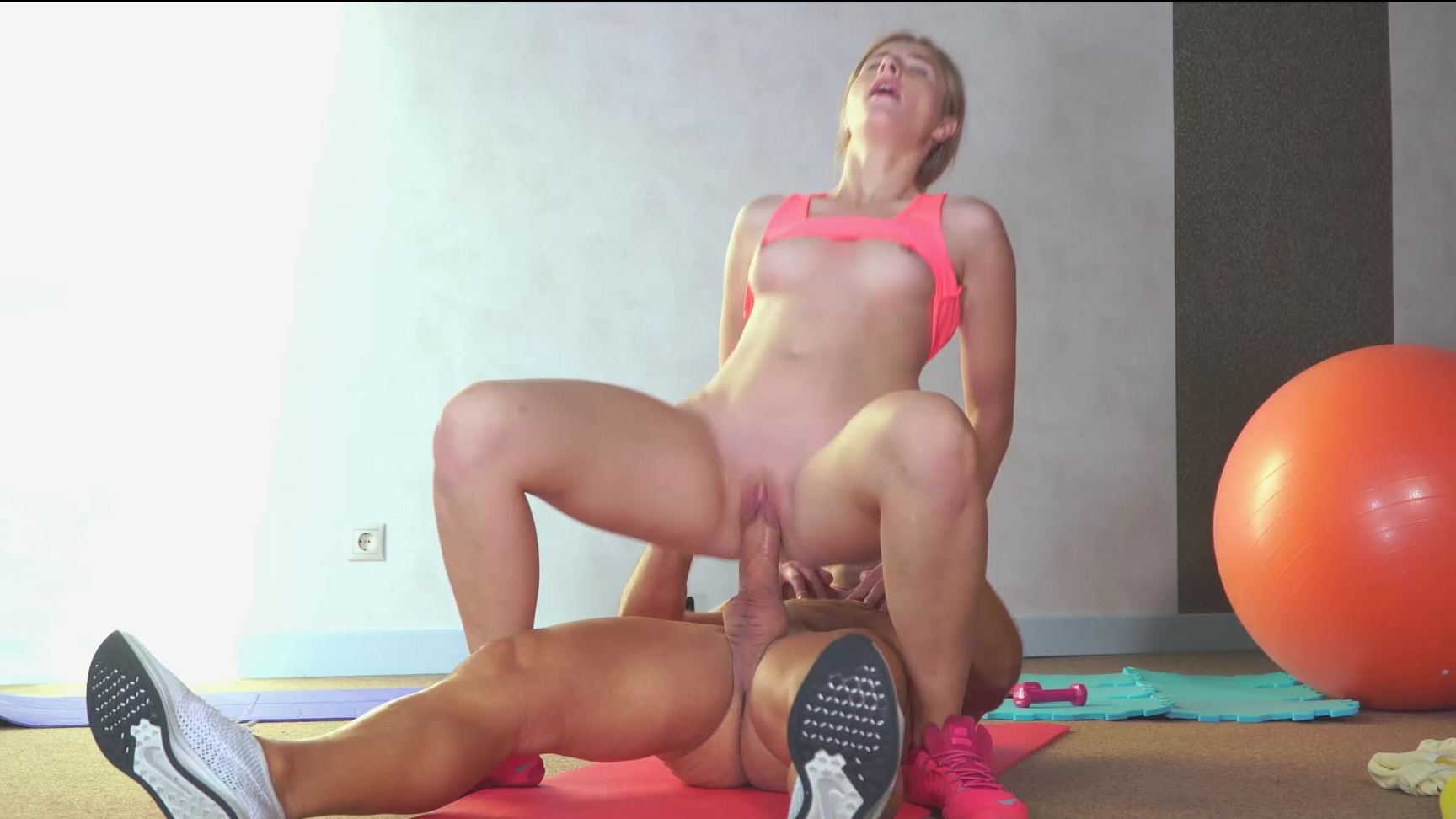 Aria Bella Videos Porno Hd cock craving stunner aria logan gets a mouthful of cum to