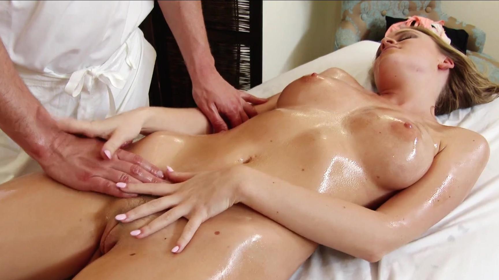 найти видео масляный эротический массаж с оргазмом