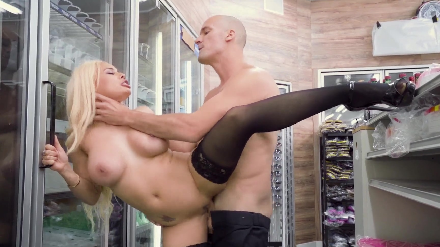 HardX Luna Star Squirts All Over Big Cock