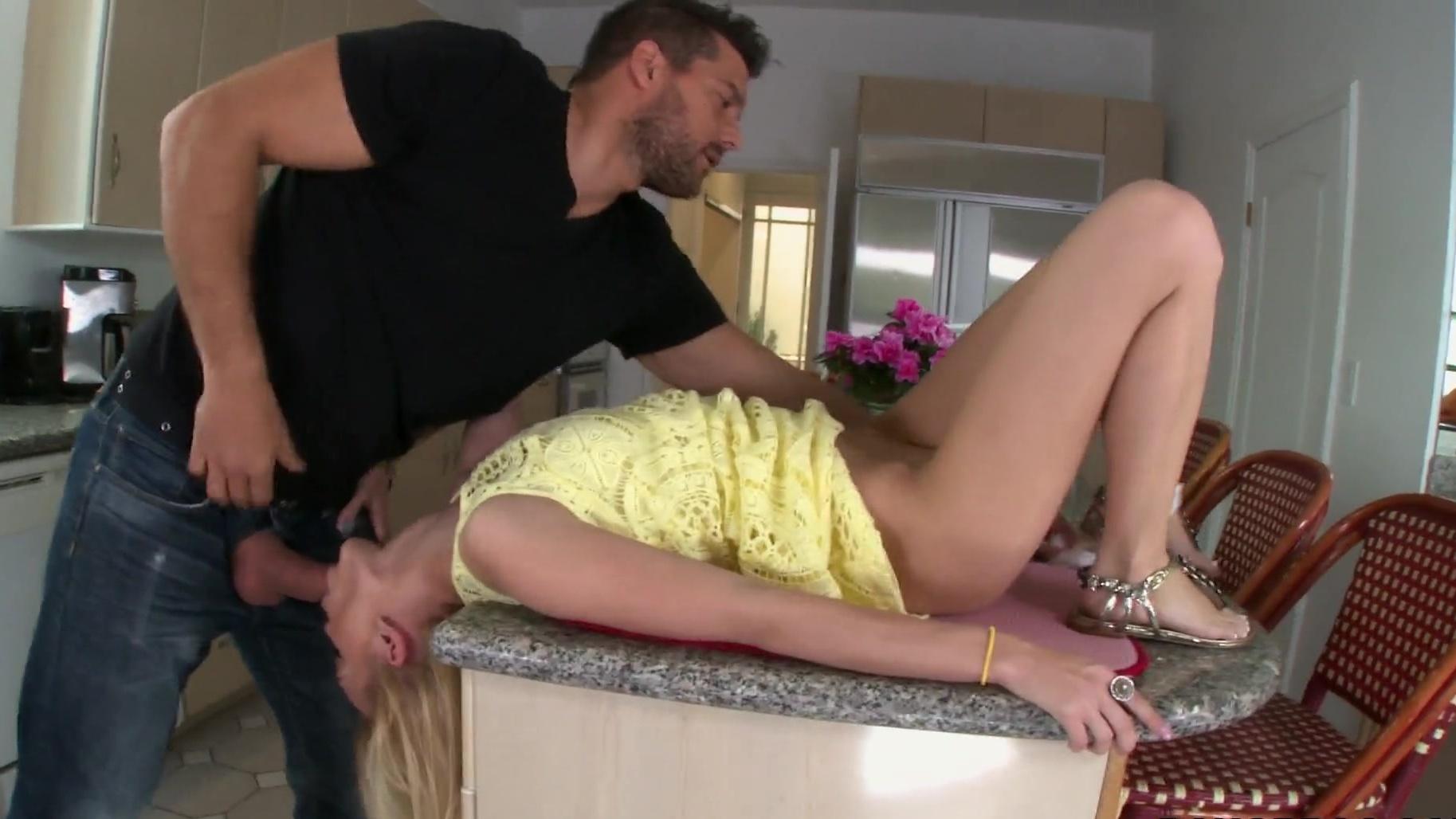 Blonde quick fuck cumshot