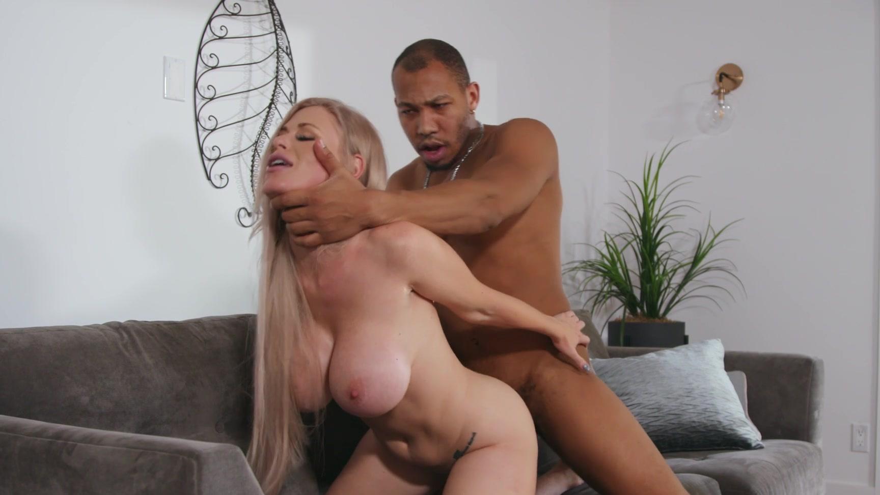 Blonde Milf Masturbate Public