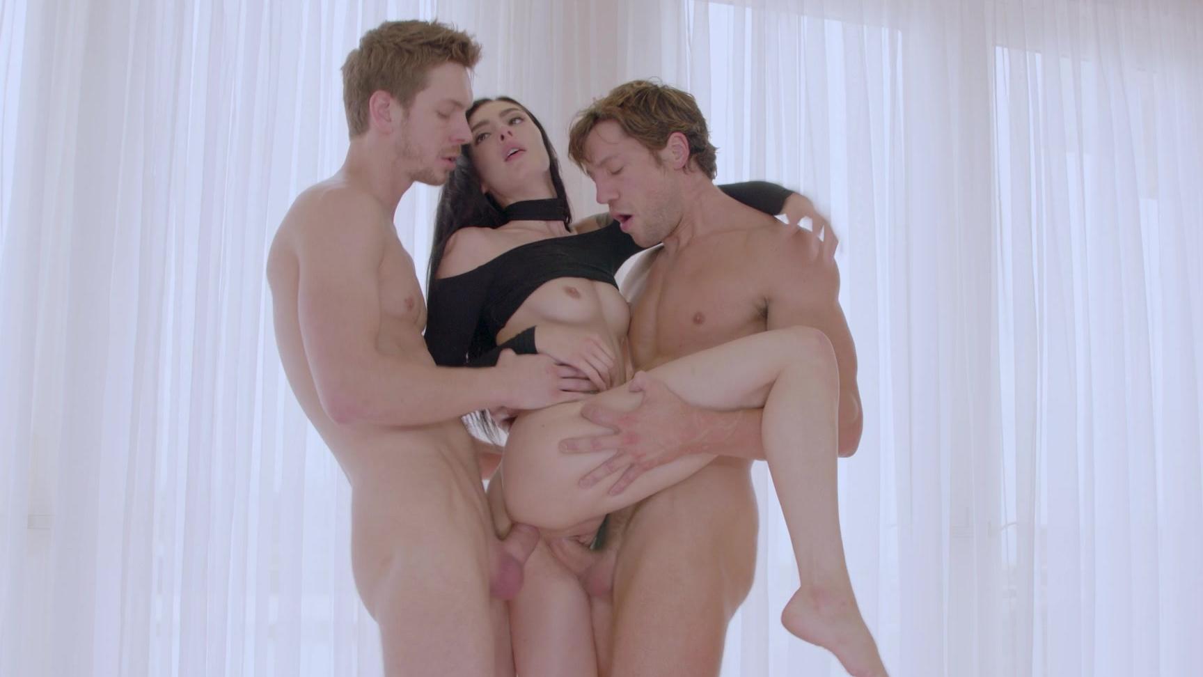 Marley Brinx wird von zwei fetten Schwänzen in DP 3some gedehnt