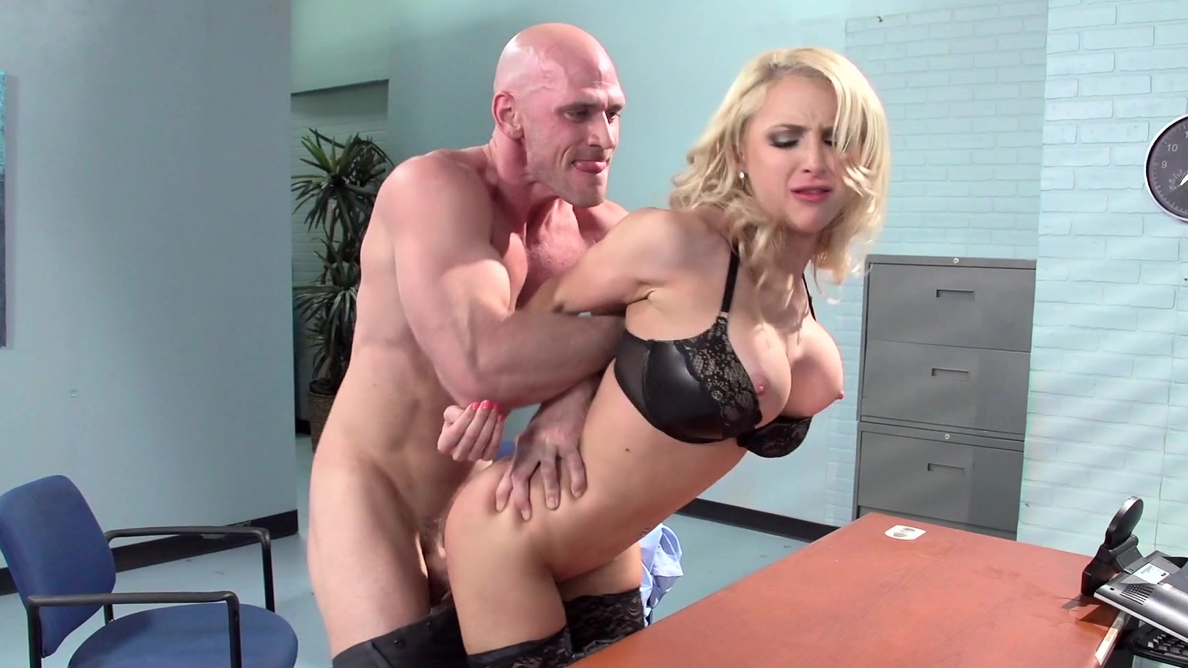 Boss Fucks Secretary Office